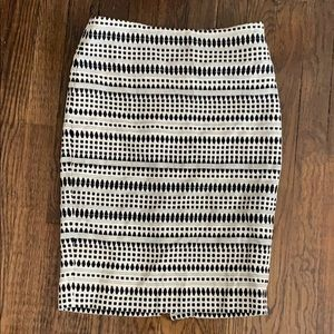 NWT! Loft. White and black printed skirt. Size 0